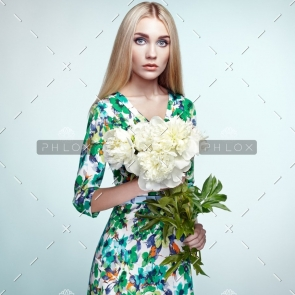 demo-attachment-143-fashion-portrait-of-elegant-woman-with-summer-PZLXJU8