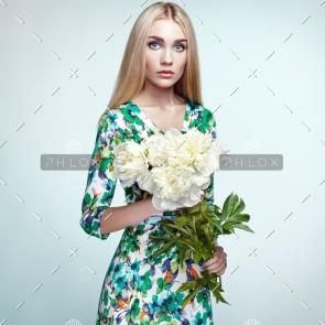 demo-attachment-143-fashion-portrait-of-elegant-woman-with-summer-PZLXJU8